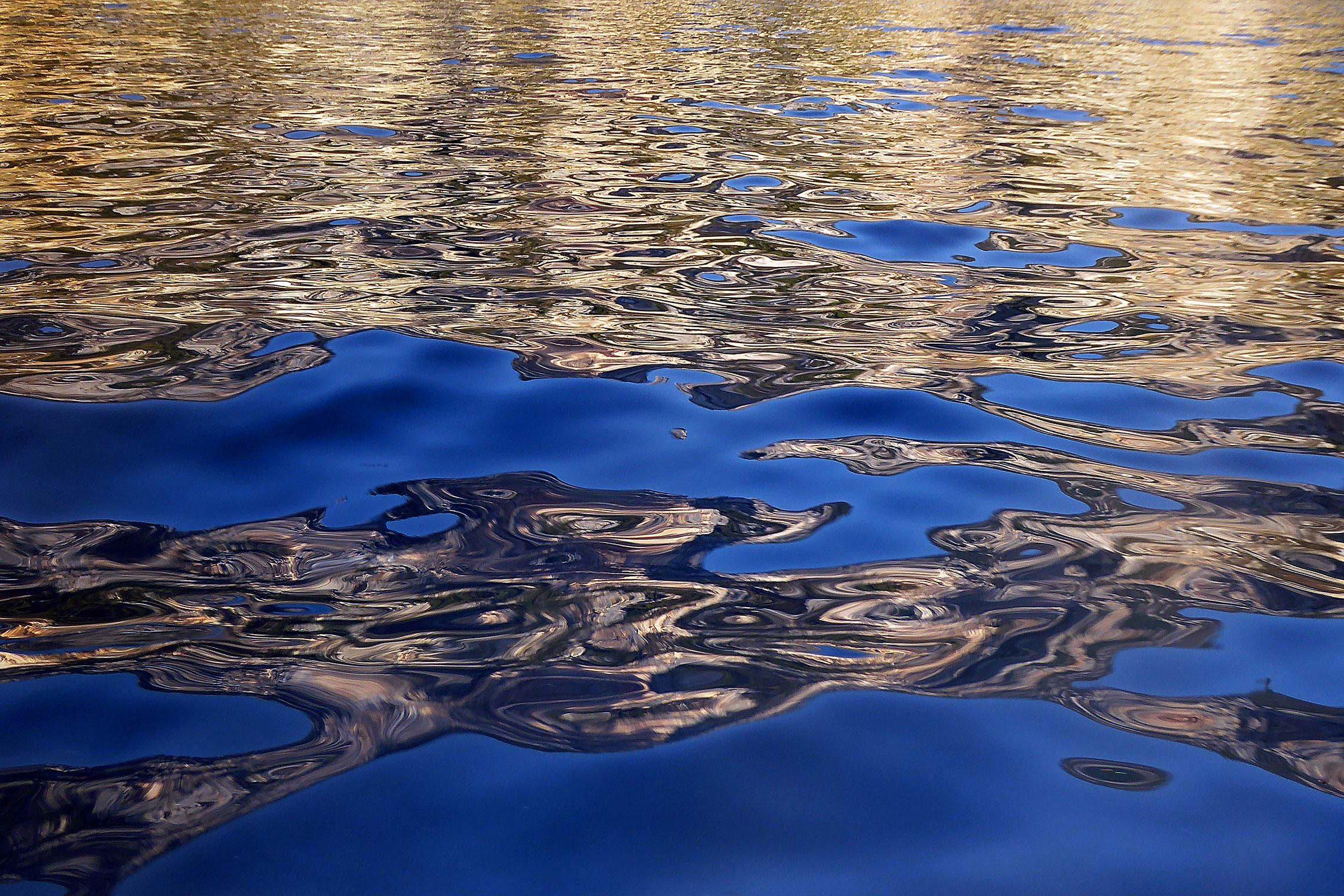 corinna-rosteck-reflection-gold